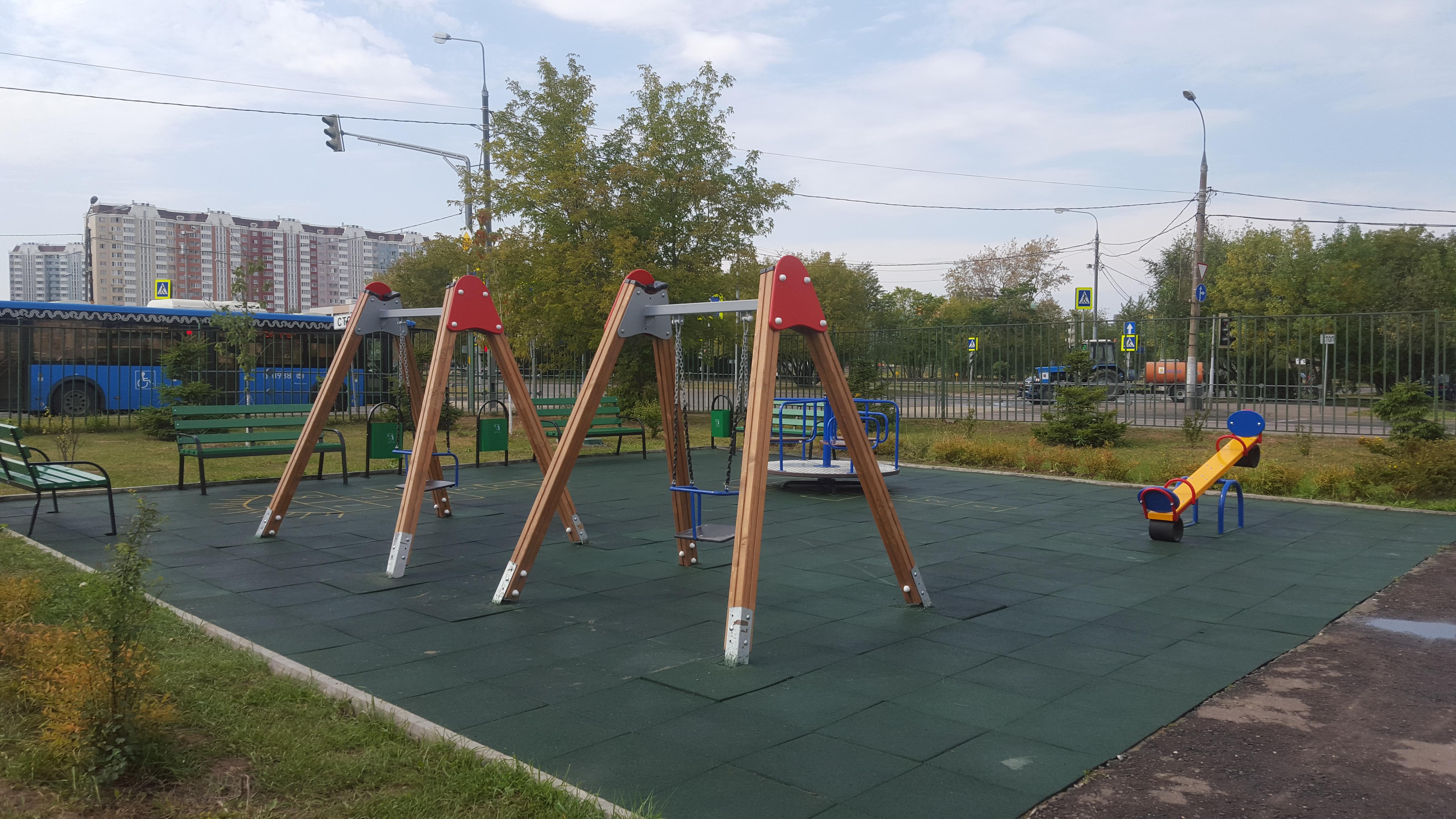 На территории КДЦ открыли новую игровую площадку!